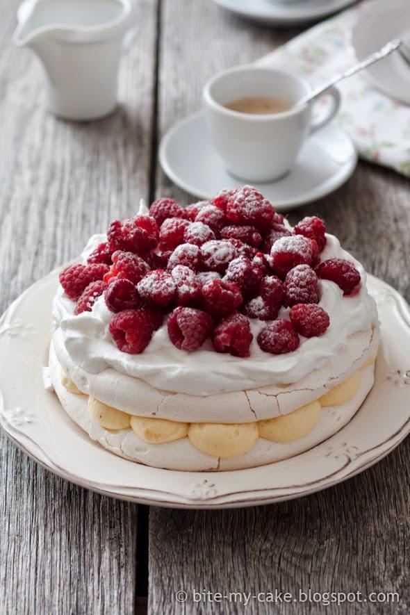 Meringue torta od vanilije i malina