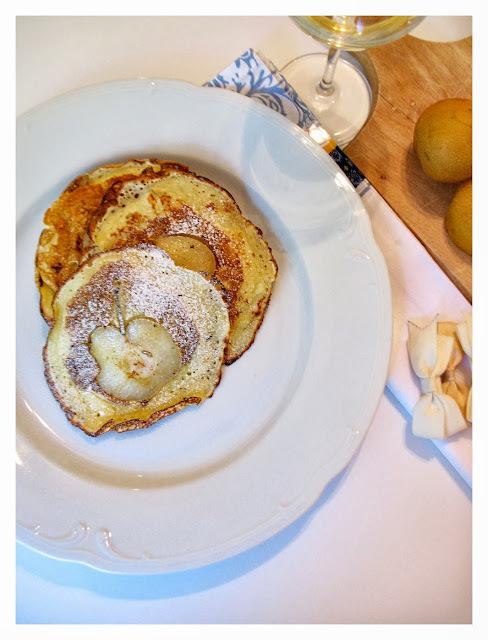 Američke palačinke s nashi kruškama i vinom / Pancakes with nashi pears and wine