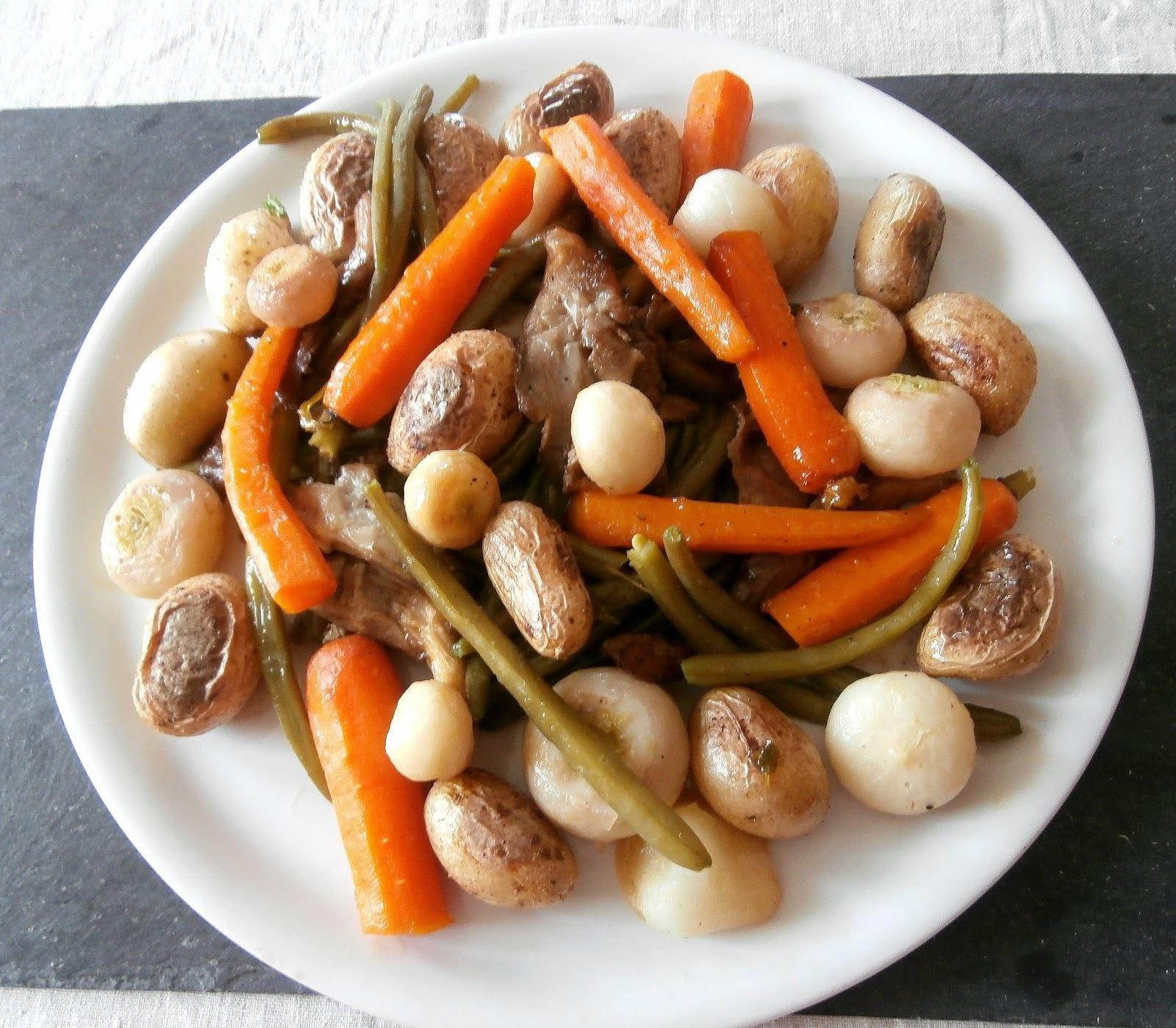 Poêlée de légumes (navets nouveaux, oignons, pleurotes, haricots verts, carottes fanes, pomme de terre grenailles) / Fried vegetables