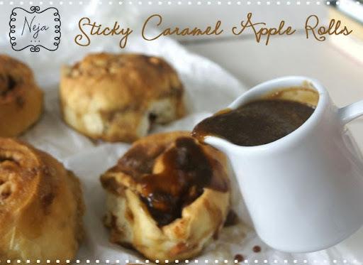 Sticky Caramel Apple Buns / Jabolčne rolce s karamelo
