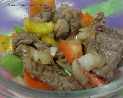 Contra Filé com Pimentão e Cebola e uma Salada de Beterraba