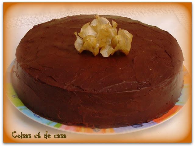 fotos de bolo de aniversario com raspas de chocolate