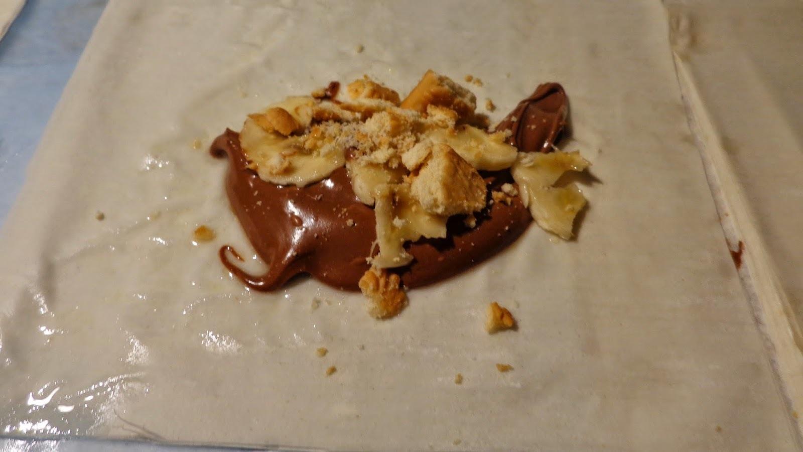 Ρολάκια με μερέντα ,μπανάνα,μπισκότο ,στο φούρνο ,φανταστικά!!!
