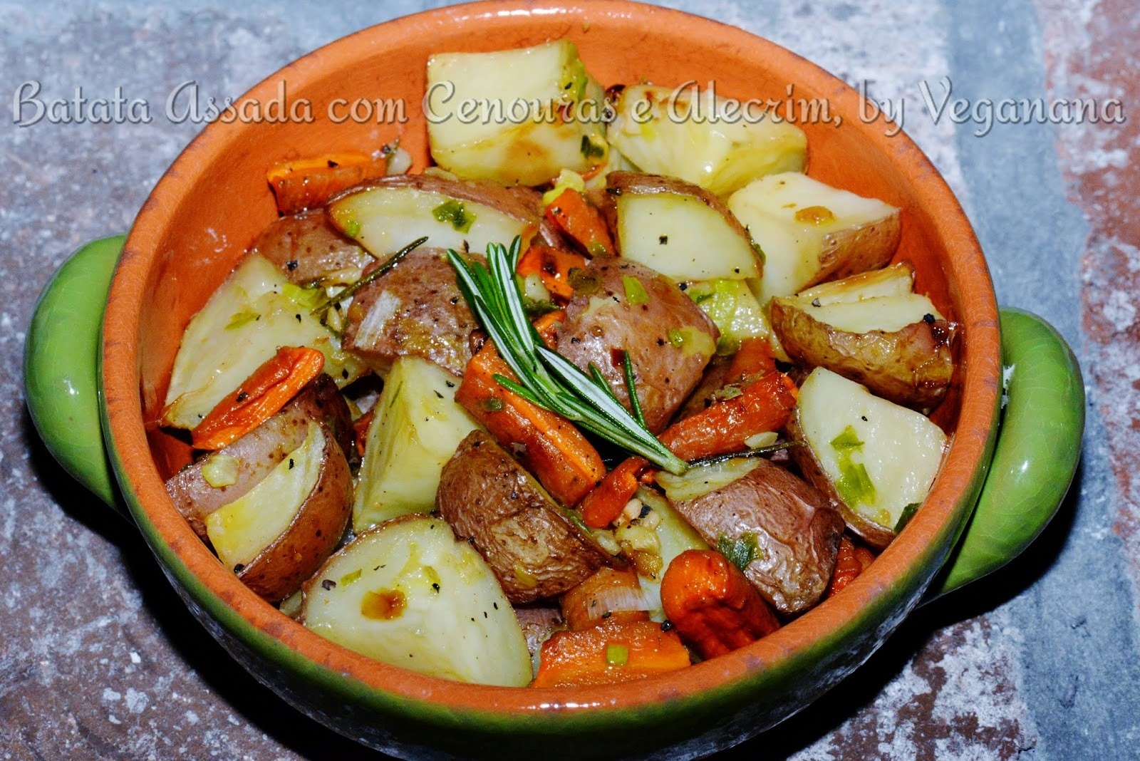 sopa de batatas com brócolis e cenouras