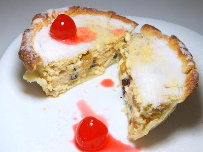 de pastel de forno com recheio doce