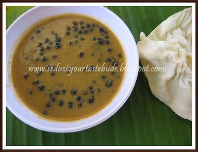 Manathakkali Vatral Gojju | Tangy Blacknightshade Gravy
