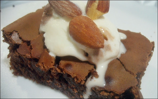BROWNIE COM SORVETE DE CREME
