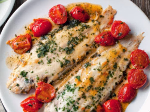 de frigideira de peixe e legumes