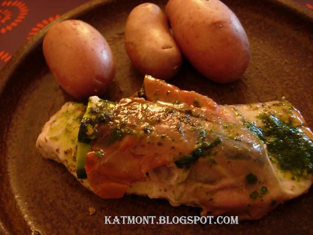 Rolinhos de peixe espada com abobrinha na manteiga de ervas