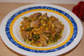 Salteado de pollo picante con maíz