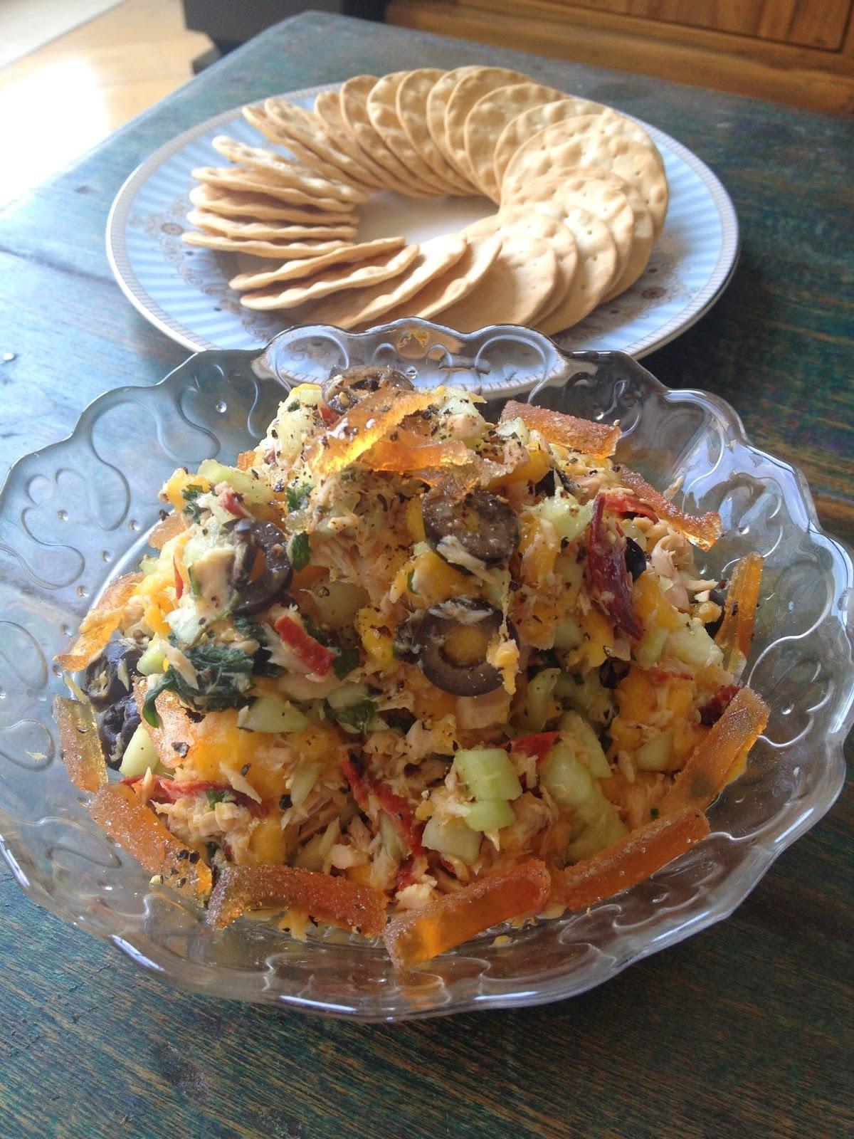 芒果青瓜橄欖莎樂美腸吞拿魚沙拉 (附食譜)