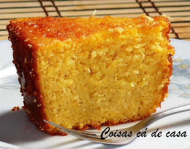 de bolo pamonha assada com leite condensado e leite de coco cremoso