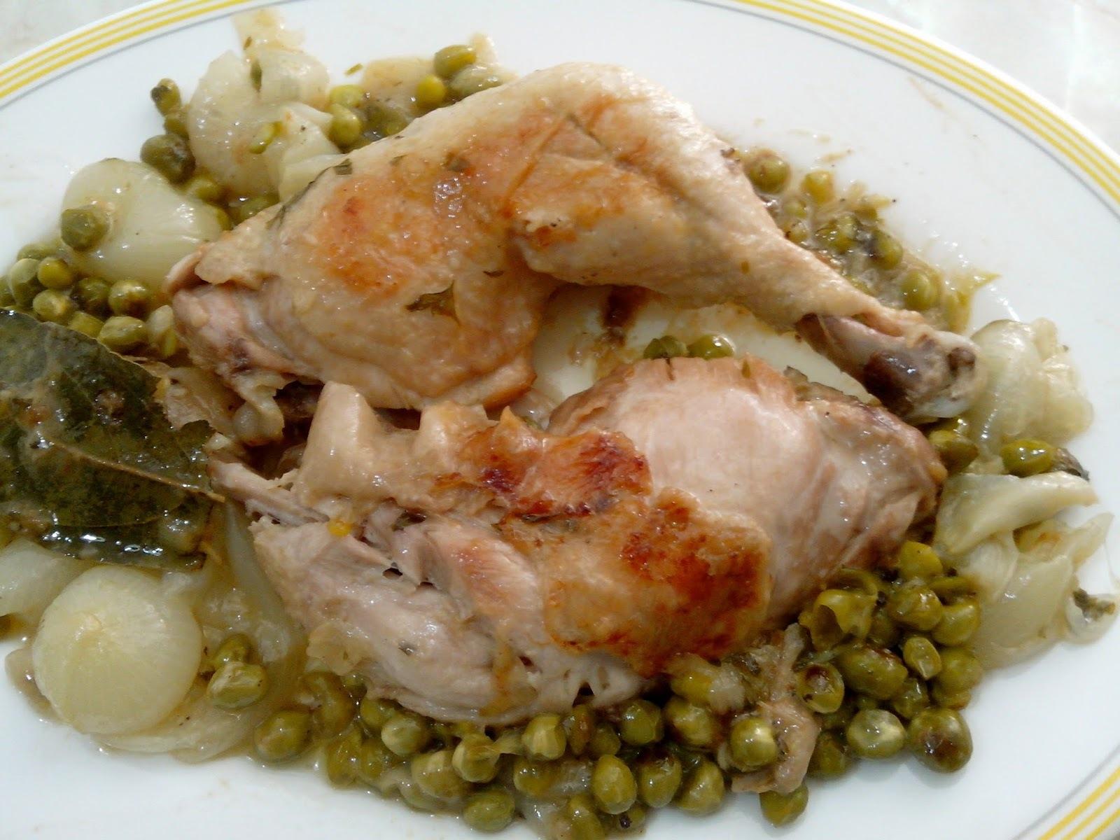 Pollo Guisado con Guisantes y Cebolla