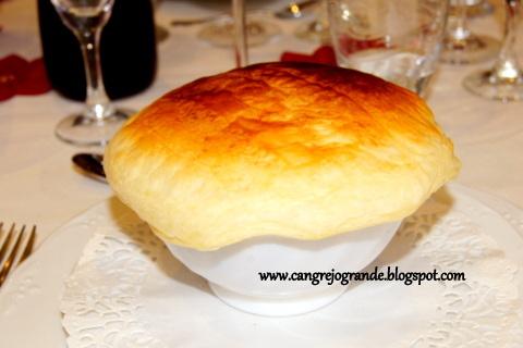 Crema de Mejillones con Tapa de Hojaldre