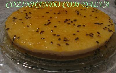 Torta com Mouse de Maracujá e Cobertura de Geleia de Maracujá