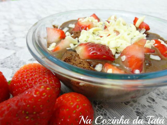 Sobremesa de morango e chocolate