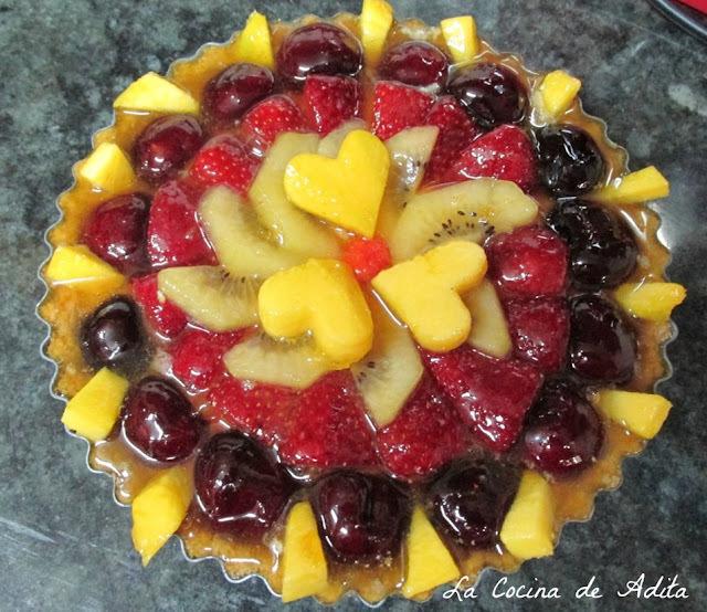 Tarta de crema de vainilla y frutas frescas