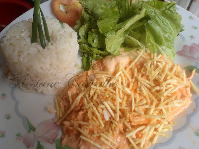 salada que combina com fricasse de frango