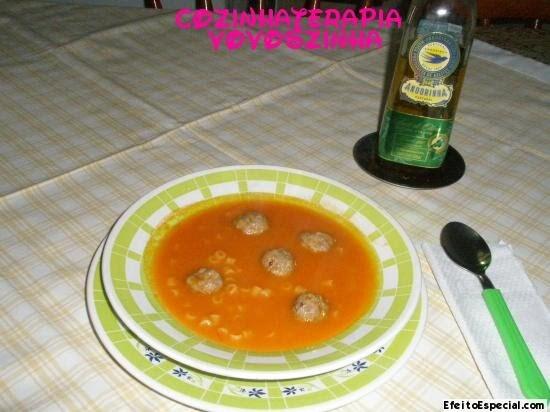 Sopa de Padre Nosso com mini almondegas