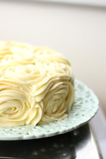 Weddings weddings weddings and a lemon raspberry & yoghurt roses cake with cream cheese frosting