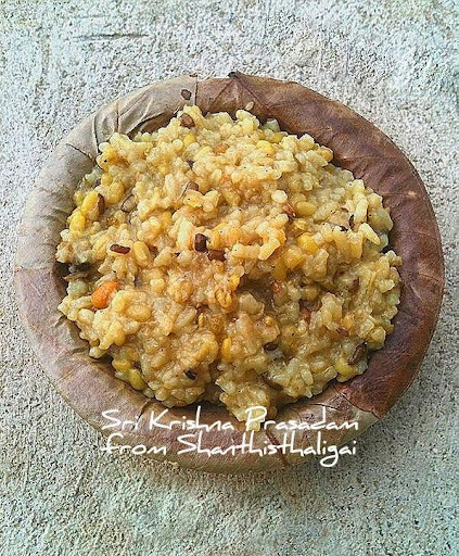 LENTILS KHICHRI / LENTILS KHICHDI ( A KRISHNA PRASAD FOR MY BLOG'S 6TH BIRTHDAY )