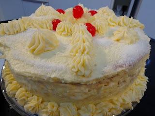 torta de abacaxi com pão de ló cremosa