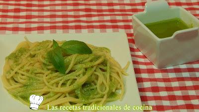 Receta fácil de espaguetis con salsa al pesto