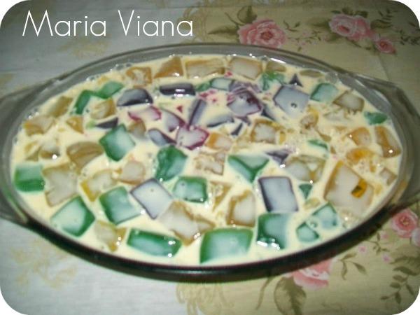 gelatina aos quadrados com leite condensado