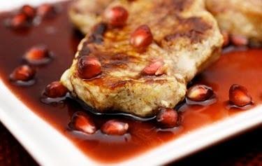 SPICY PORK ROAST WITH POMEGRANATE GRAVY - Carne de porco picante com molho de romã