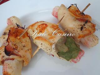 Bifinhos de frango extra finos da Kilom enrolados com bacon e delicias do mar