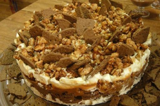 torta gelada de nozes com bolacha nata e doce de leite