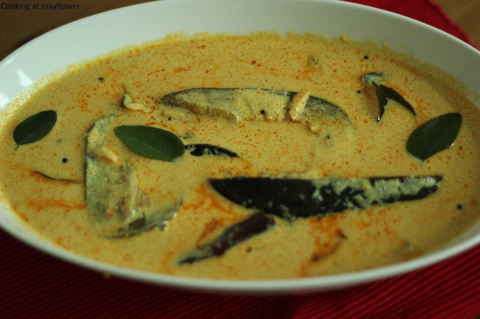 Vazhuthananga Pulissery/Brinjal in coconut and yogurt gravy/Onam recipe