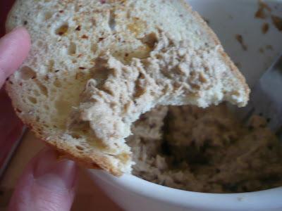 Tartinade de maquereaux et croûtons ail-noisettes-piment