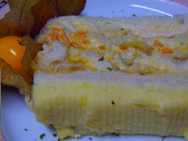 torta de frango fria com pão de forma cobertura de pure batata