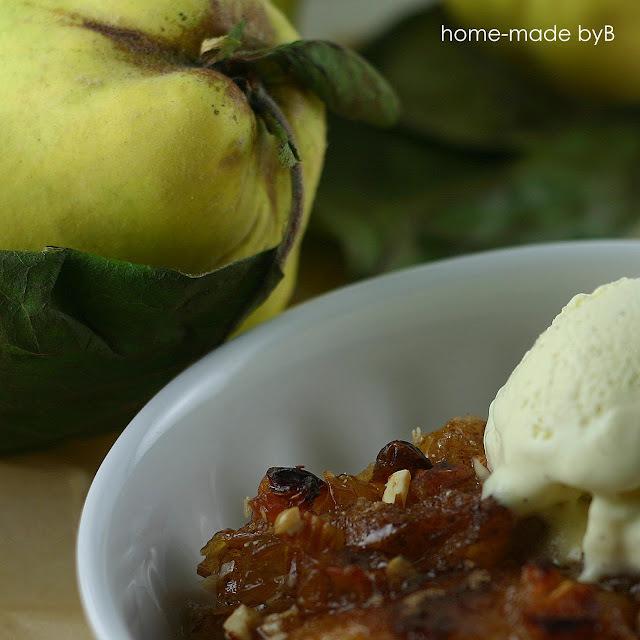 Karamelizirane dunje i kuglica sladoleda :)