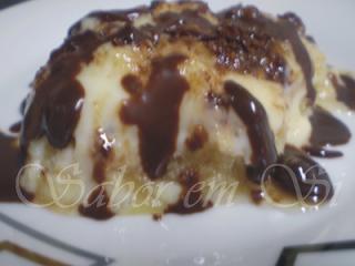 Pavê de Abacaxi com Calda de Chocolate