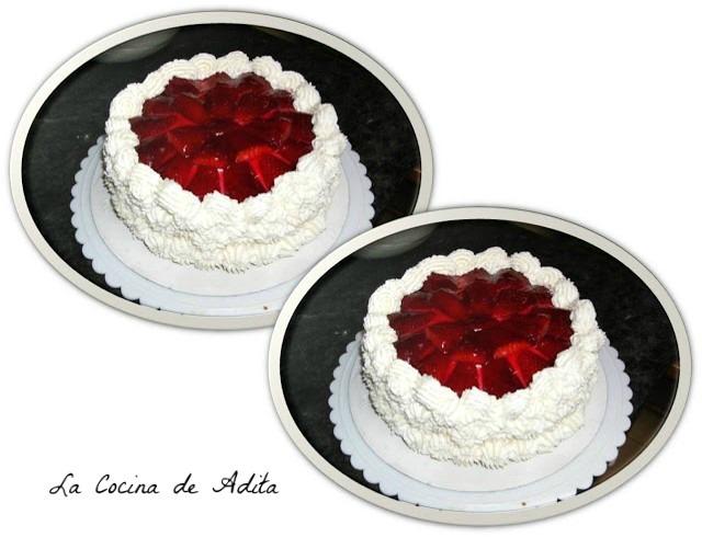 Tarta de fresón con nata