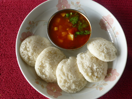 Chettinad special soft Idli/Steamed Rice Cake: