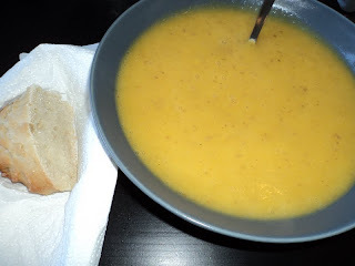 Kartoffel porre gulerodssuppe med bacon og flutes