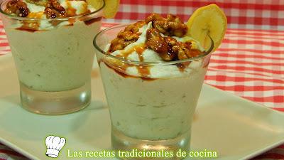 Receta fácil de mousse de plátano con nueces caramelizadas