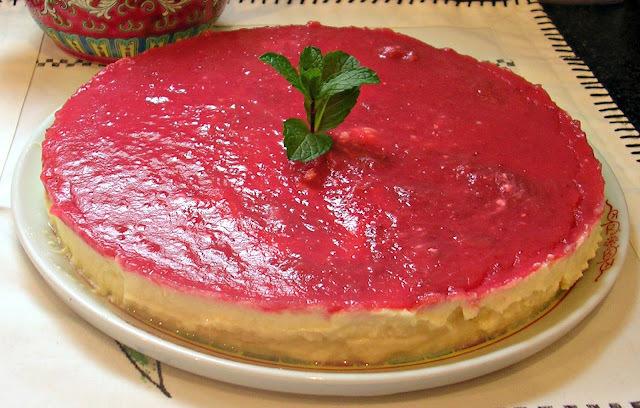 Tarta de queso sin azúcar con mermelada de fresa