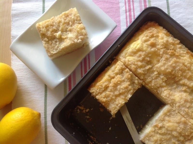 Jogurtový koláč s tvarohem a mandlovou drobenkou