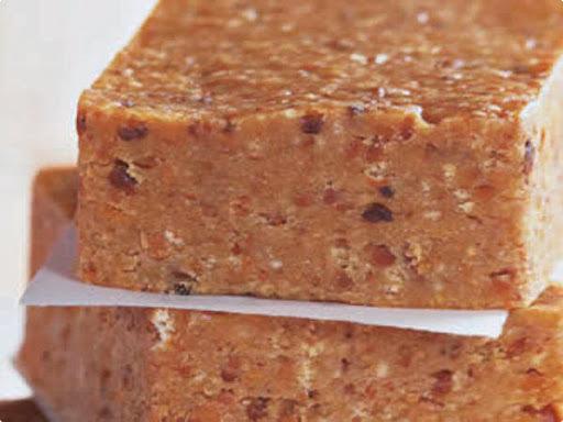 pe de moleque com amendoim triturado com leite condensado