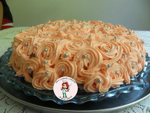 bolo confeitado com açucar de confeiteiro