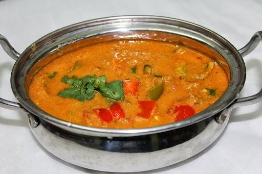 Capsicum Kurma (Korma) / Bell Pepper Kurma / Pepper Gravy - Sidedish for Chapati, Roti & Naan