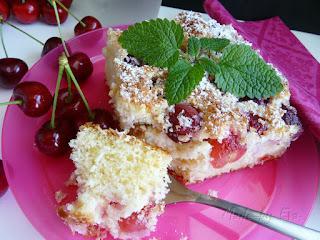 Čerešňový koláč s kokosom