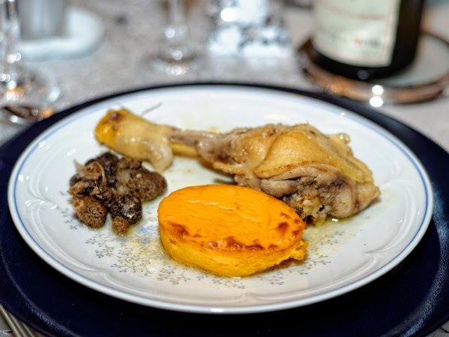 Poularde aux morilles, sauce au vin du jaune