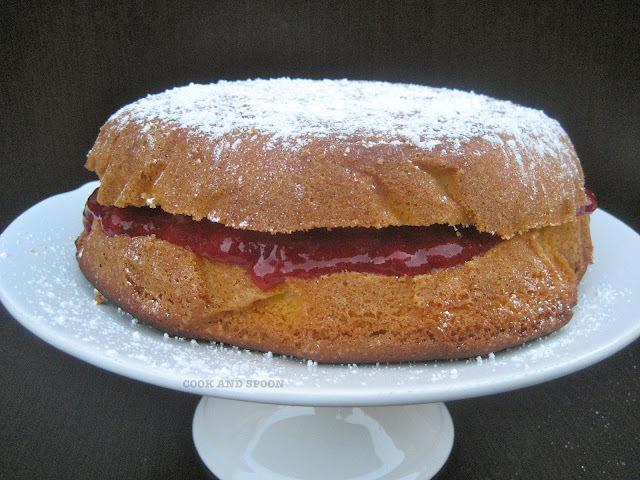 VICTORIA SPONGE CAKE CON MERMELADA DE FRESAS Y VAINILLA