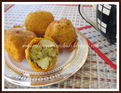 Sarkkaraivalli Kizhangu Bonda | Sweet Potato Bonda