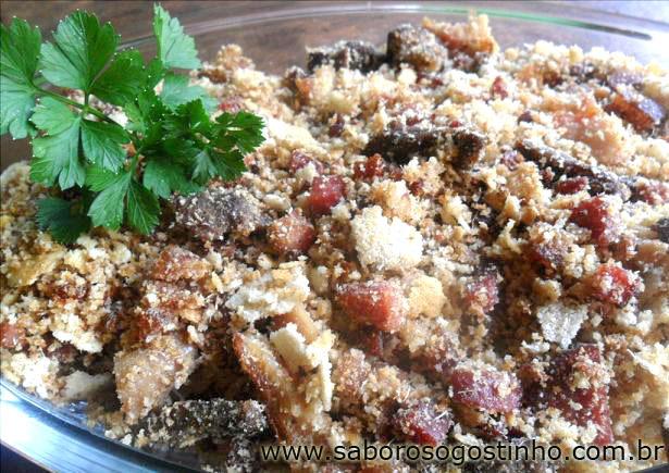 farofa com sobras de carne assada